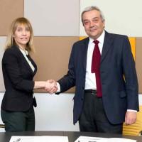 Acuerdo entre Industria y Microsoft para promover la innovación y el emprendimiento tecnológico en España
