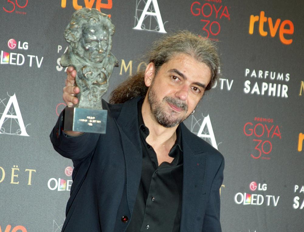 Fernando León de Aranoa con el Goya al Mejor Guión Adaptado por Un día perfecto