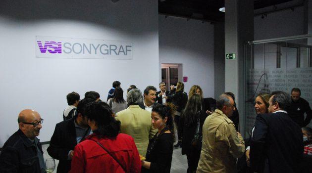 Cóctel en la apertura del estudio VSI Sonygraf en Madrid.
