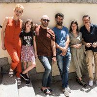 De izquierda a derecha, Maggie Civantos, Claudia Placer, Roberto Álamo, Ibon Cormenzana, Manuela Vellés y Carlos Bardem.