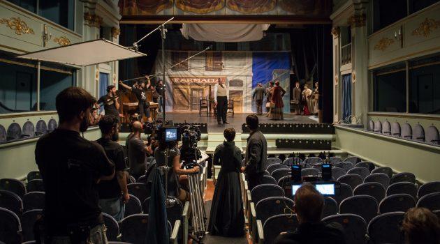 Fotografía tomada durante el rodaje del Ministerio del Tiempo en el Real Coliseo Carlos III de Madrid