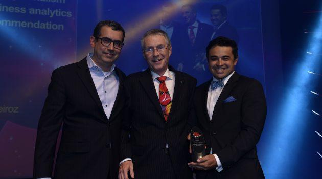 Responsables de TV Globo recogiendo el Premio al Mejor Paper en IBC 2017.
