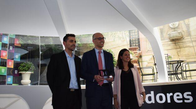 Este Agustí (Ocine) posa junto a Guillermo Niño y Libe García, directora de ventas de Cine en Dolby para Europa Occidental.