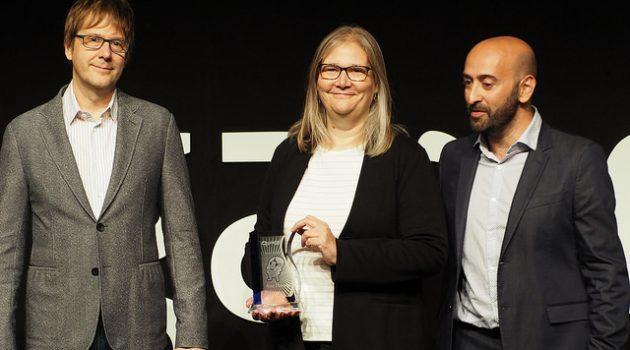 Amy Hennig recibe el GAMELAB de honor en la decimoprimera edición de los Premios Nacionales de la Industria del Videojuego