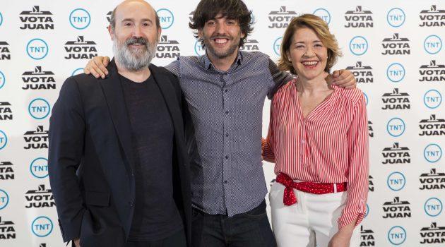 Comienza el rodaje de 'Vota Juan', la comedia producida por TNT protagonizada por Javier Cámara y María Pujalte
