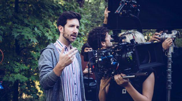 El director de 'Animal', David Velduque, durante el rodaje en Cáceres.