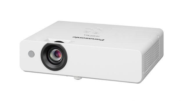 Panasonic saca al mercado su nueva gama de proyectores de corta y larga distancia