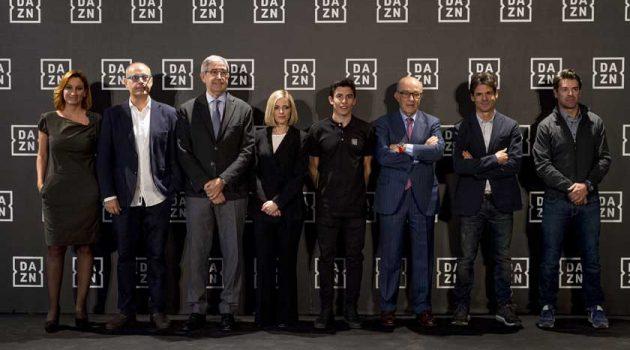 Los expilotos Carlos Checa y Àlex Crivillé fichan por DAZN, que desembarca en España
