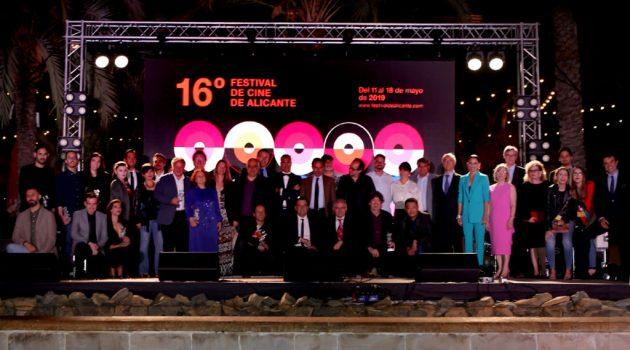 Foto de familia de los ganadores del palmarés del Festival de Alicante 2019.