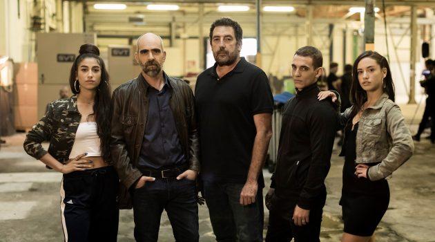 Foto del inicio del rodaje de 'Hasta el cielo'. De izquierda a derecha, Carolina Yuste, Luis Tosar, Daniel Calparsoro, Miguel Herrán y Asia Ortega.