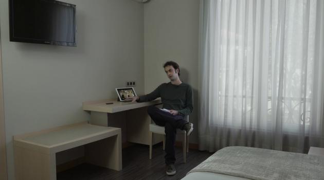 'Hotel Asturies'. La imagen muestra la reflexión de Juan Caunedo.