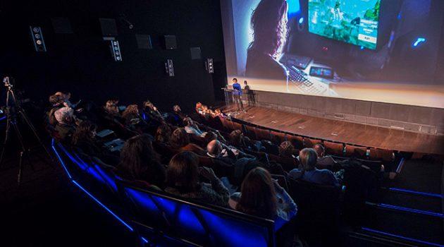 Imagen de un 'pitch' durante la primera edición de las Residencias Academia de Cine (Foto: Alberto Ortega)