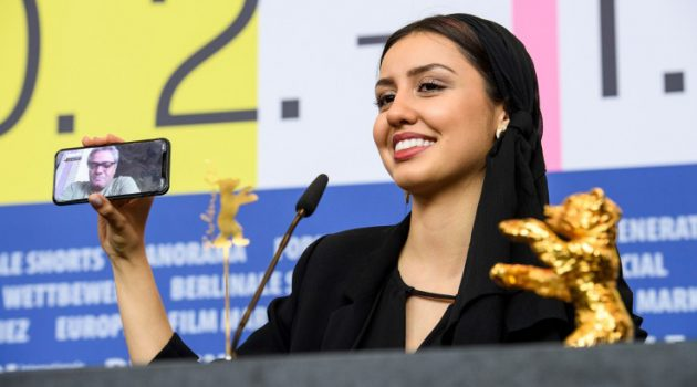 Mohammad Rasoulof tiene prohibido abandonar Irán, por lo que solamente pudo estar en Berlín via teléfono móvil.