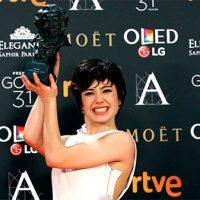 Anna Castillo con el Goya a actriz revelación en 2017