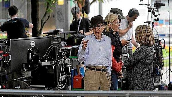 Woody Allen durante el rodaje de 'Rifkin's Festival'
