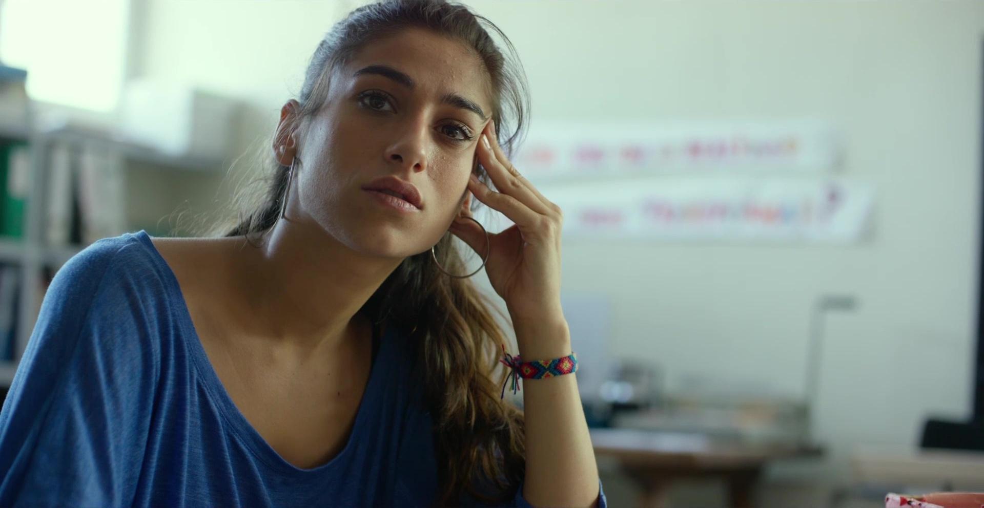 Carolina Yuste, protagonista de 'Sevillanas de Brooklyn', en un fotograma de 'Carmen y Lola'.