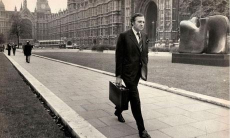 La fingida muerte del político John Stonehouse, saltará a la televisión