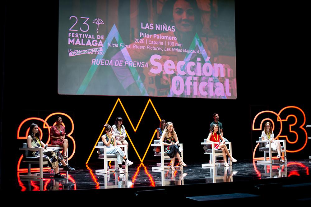 Rueda de prensa de 'Las niñas' manteniendo la distancia de seguridad. La película se llevó la Biznaga de Oro a la Mejor Película Española.