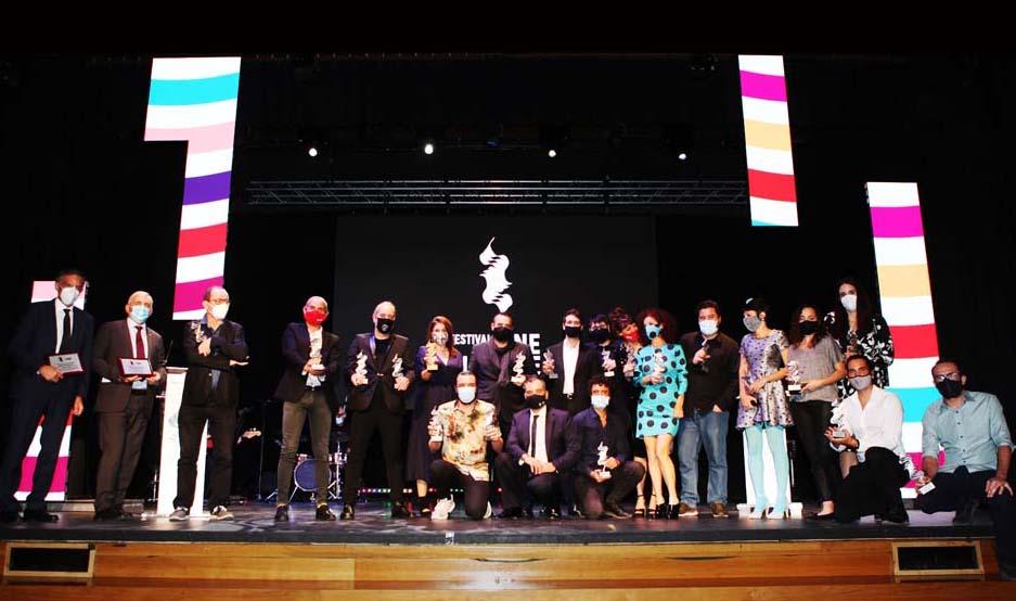 Foto de familia de los ganadores de la 17ª edición del Festival de Alicante.