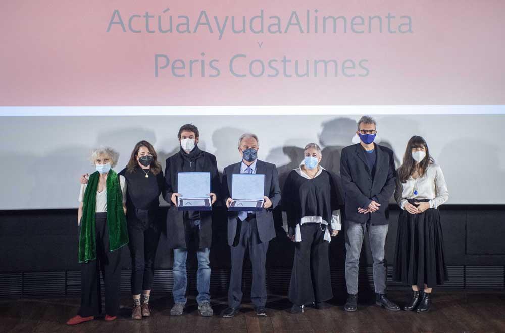 Foto de familia con los destinatarios del Premio González Sinde 2020 (Foto: Alberto Ortega)