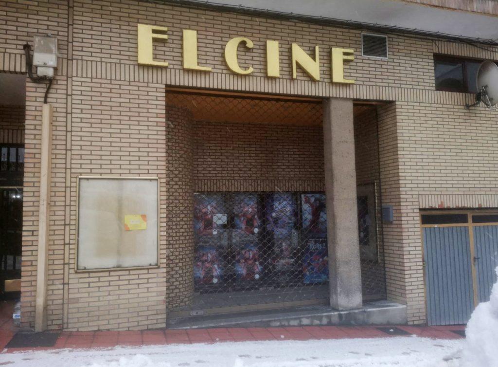 Fachada de 'El Cine', cerrado.
