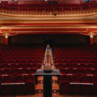 Teatro Olimpia de Huesca y un Premio Danzante (Foto: Jorge Dueso)
