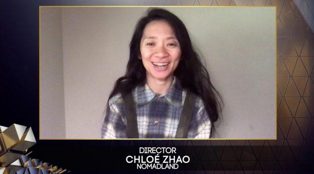 Chloé Zhao agradeciendo el premio a Mejor Película para 'Nomadland' (Crédito BAFTA / David Fisher)