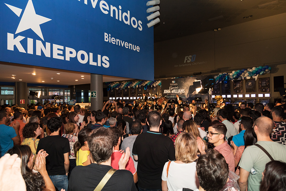 Público en la fiesta del 25º aniversario de Kinepolis.