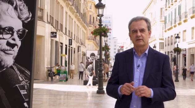 Juan Antonio Vigar, director del festival, dio la enhorabuena a los premiados