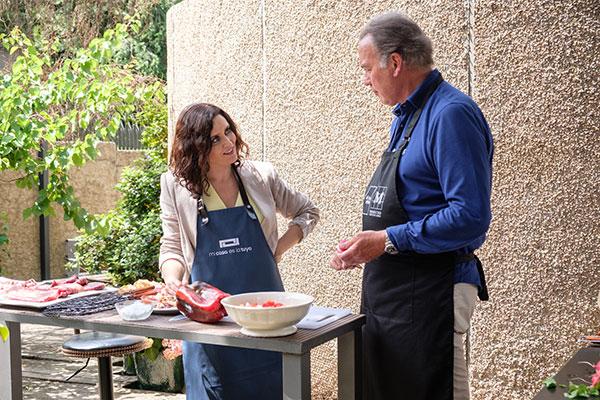 Isabel Díaz Ayuso cocina con Bertín Osborne en 'Mi casa es la tuya'