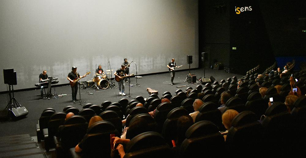 JaviZone tocando en Cinesa uno de los temas de su disco, el primero en España en ser mezclado en Dolby Atmos.