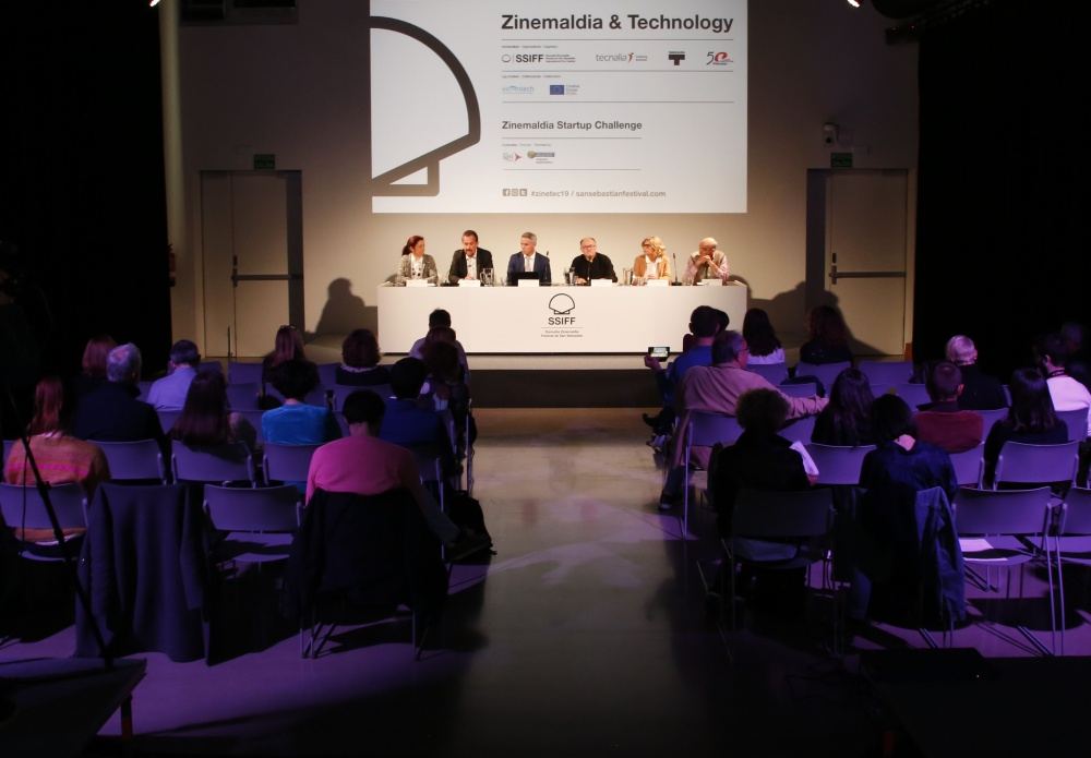 Imagen de una mesa redonda de un Zinemaldia & Technology.