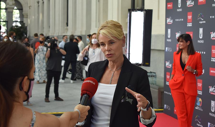 La actriz Belén Rueda, en primer término, y la periodista Elena Sánchez, en segundo plano, durante el photocall.