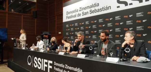 Un momento de la rueda de prensa de RTVE, con el equipo de 'Méditerráneo'
