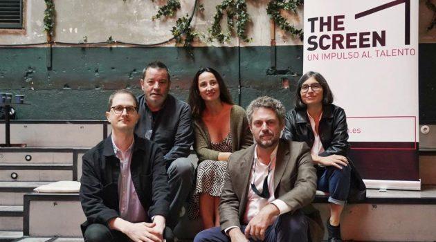 Abajo, Rafa Alberola y Gonzalo Salazar-Simpson, junto a los mentores Enrique Urbizu, Marisa Fernández Armenteros y Helena Girón.