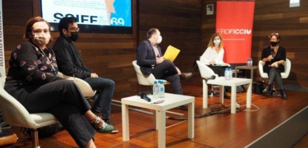 De izquierda a derecha: Ángeles Hernández, Adrià Monés, Miquel Curante, Silvia Anoro y Valérie Delpierre